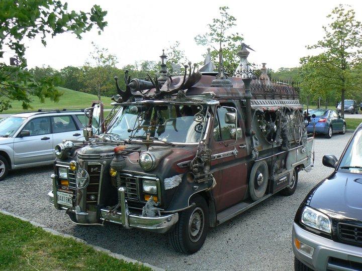 Vanadu_Ford_Art_Car_Parked